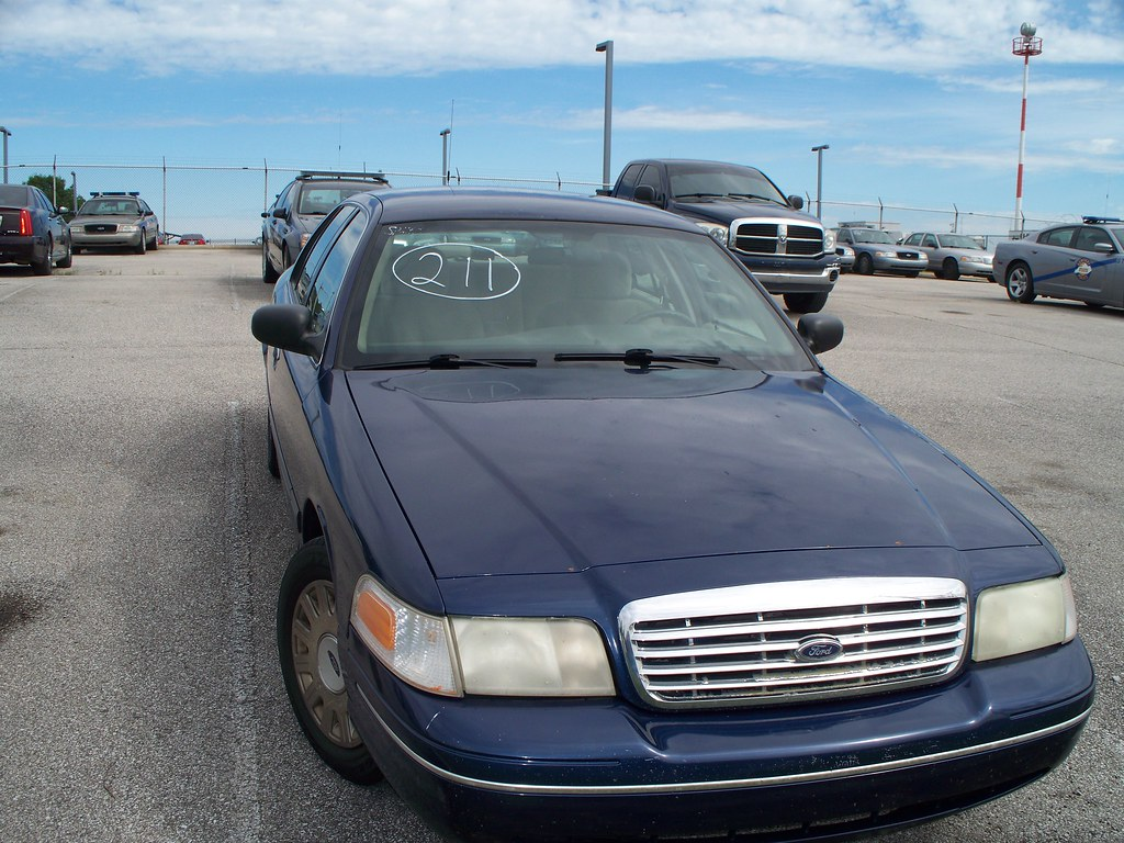 Ford Crown Victoria 2017 >> 2017 Vehicle Auction Pictures 118 Ford Crown Victoria