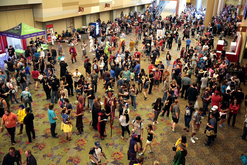 Phoenix Comicon attendees | Attendees outside the exhibit fl… | Flickr