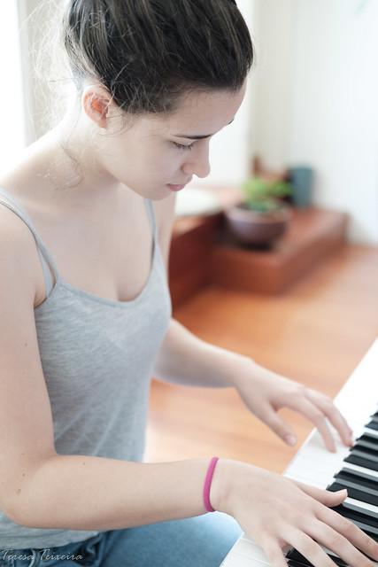 F2711 ~ Maria João studying the theme of la la land...