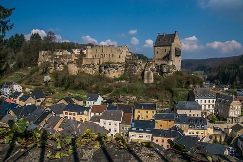 view village medievalcity citymedieval medieval panorama ausblick viewpoint pittoresque larochette schloss mullerthal häuser luxemburg europa