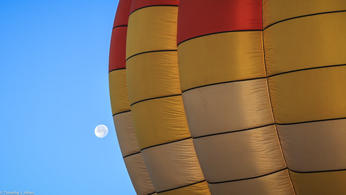 calfiornia sonomacountyhotairballoonclassic windlow balloons hotairballoon moon earlymorning