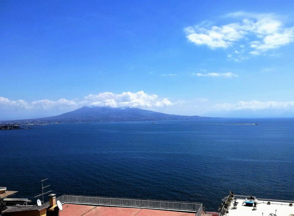 Napoli Terrazze Con Vista Sul Vesuvio Nicola Flickr