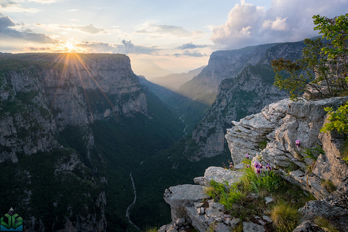 vikos sunset zagoria greece landscapebeloiepirusgorgegreecemountainpindussunsettymfivikosvikosgorgevradetozagorizagoriaioanninaipirosditikimakedoniagreecegr