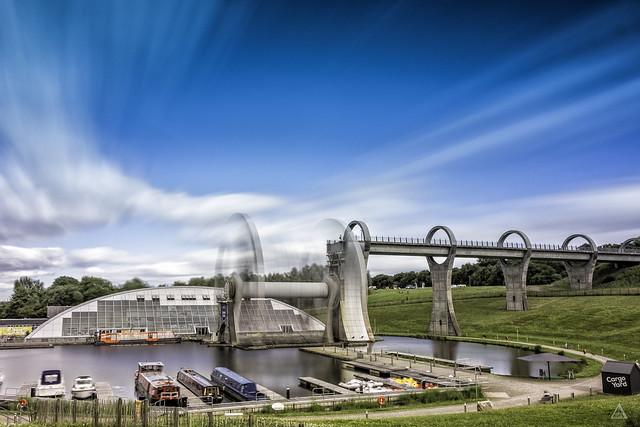 puente exclusa moderna de Falkirk. Rueda de Falkirk. Creatividad. Juntar conceptos aleatorios