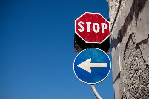 Straßenschilder: Links abbiegen und STOP   by wuestenigel