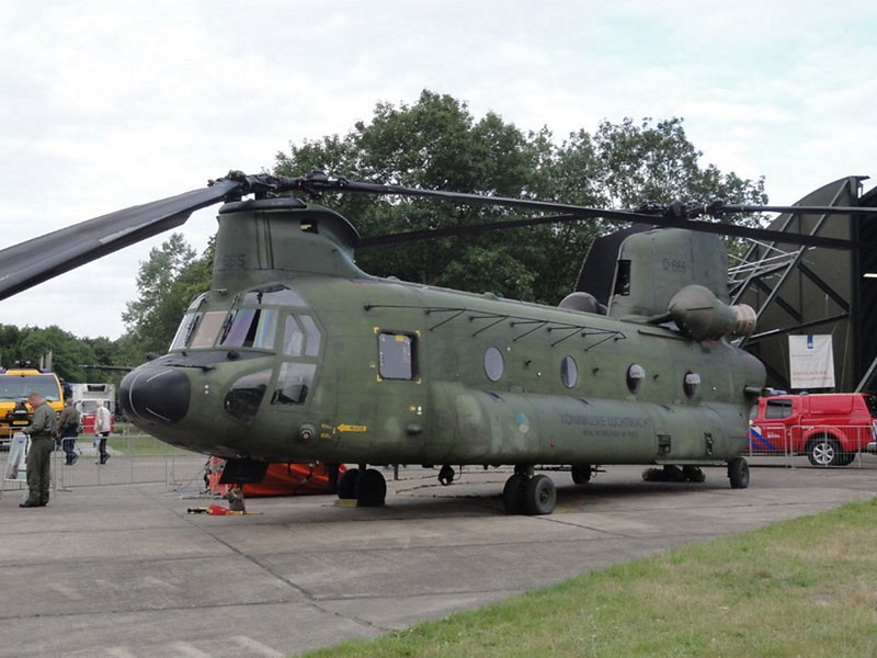 Boeing CH-47D Chinook 1