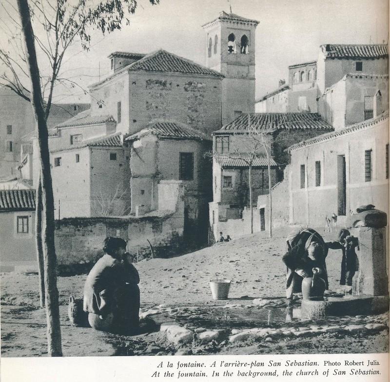 Fuente en las Carreras de San Sebastián con la torre de San Cipriano al fondo. Libro de Víctor Crastre. Foto de Robert Julia