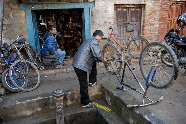 NPL - Repairing the bicycle - Bhaktapur - Nepal