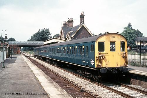 britishrail 3r class206 tadpole demu 1210 dts s77500 diesel passenger crowthorne berkshire train railway locomotive railroad