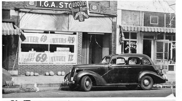 1947 or so - Woodie's grocery store
