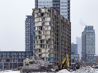 20170615. A look back at the 2015 demolition of a modernist Peter Dickinson Regent Park tower in the park. | by Vik Pahwa Photography