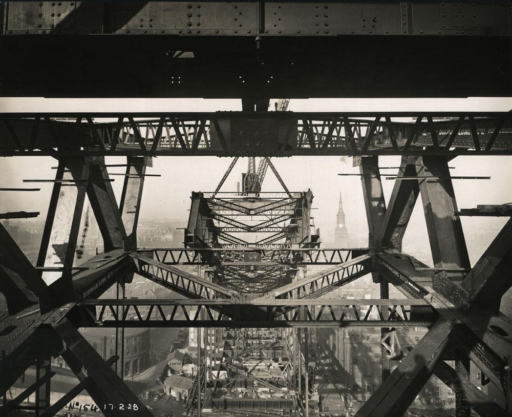 Bracing between the Tyne Bridge arches