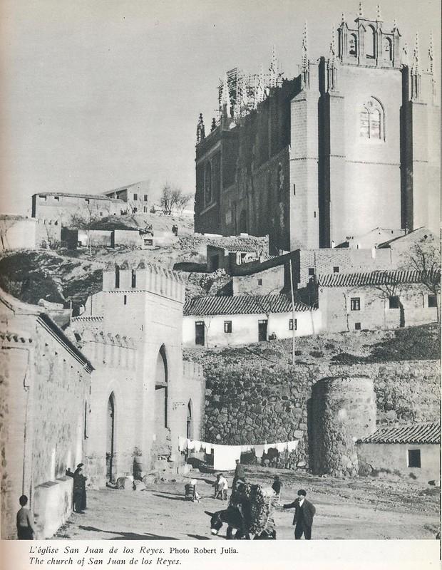 Pueta de San Martín y San Juan de los Reyes. Libro de Víctor Crastre. Foto de Robert Julia