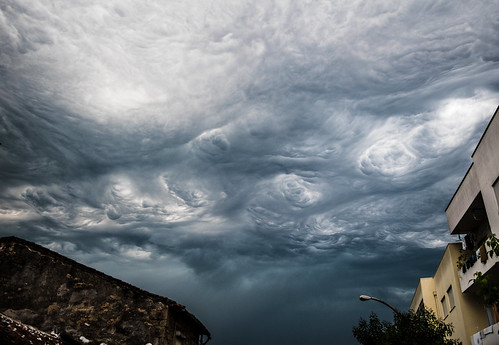 Asperitas clouds on the edge of a thunderstorm | by guimeixen