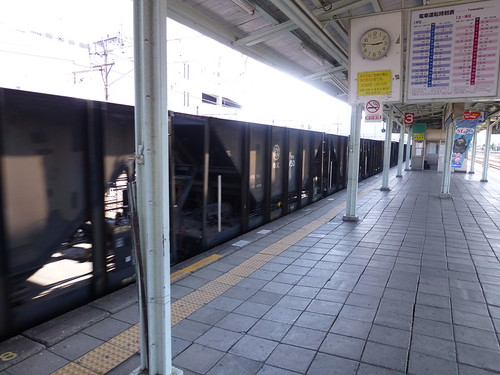 Empty hoppers passing through Yorii Station | by railsquid