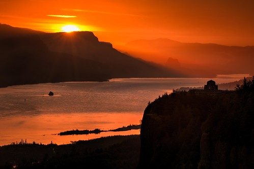 sunrise color orange morining nature gorge columbiarivergorge vista vistahouse womansforum reflection river water canon