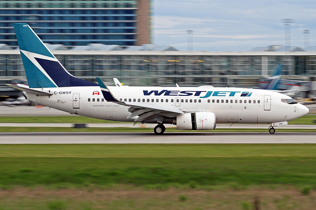 WestJet Boeing 737-7CT C-GWSY YVR 13-05-17