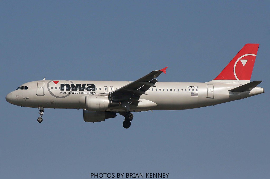 NORTHWEST AIRLINES A320-211