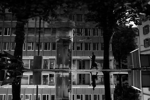 zürich reflection puddlegram man bw noiretblanc pov pointofview 35mm fujifilm x100t streetphotography switzerland ch 2017 silhouette urban
