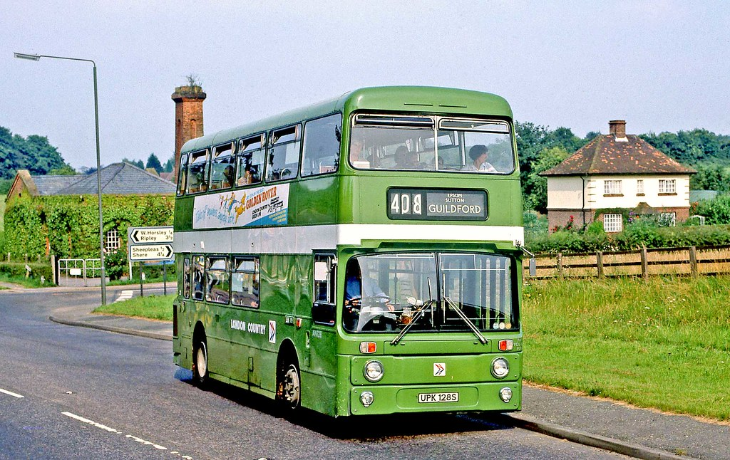London Country: AN128 (UPK128S) from Leatherhead Garage in