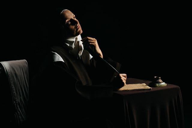 Chiaroscuro. La actriz Victoria Moreteau como Sor Teresa de Jesús.