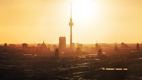 rot berlin skyline panorama sunrise sonnenaufgang fernsehturm tvtower capital city hauptstadt stadtlandschaft cityscape parkinn rotesrathaus dom berlinerdom altesstadthaus stadtschloss summer sommer warmth wärme hitze sonne sun