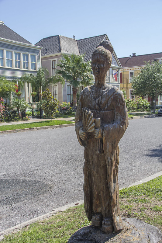 Galveston sculptures and houses_34
