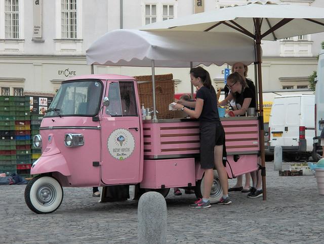 mobile icecreme selling