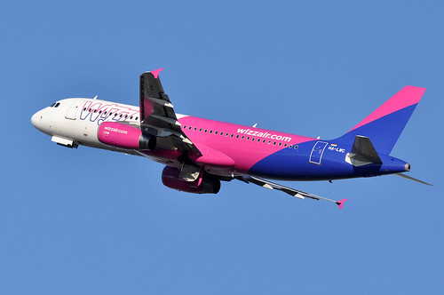 HA-LWC  FCO   by airlines470