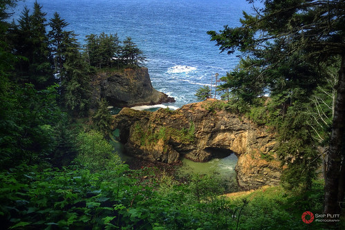 Natural Bridges Cove at Samuel H. Boardman State Park | by Skip Plitt