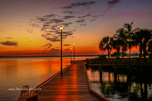 sun sunrise sky dawn morning clouds cloudy river stlucieriver water waterfront lamp lmappost boardwalk palms plamtree tropicaloutdoors outside nature mothernature stuart florida usa
