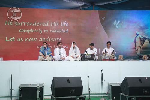Devotional song by Jagat Geetkar and Saathi from Sant Nirankari Colony, DelhiDevotional song by Jagat Geetkar and Saathi from Sant Nirankari Colony, Delhi