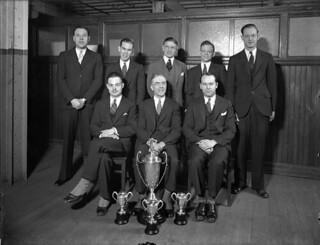 Montreal Star staff bowling league posing with four of their trophies, Montreal, Quebec / Membres de la ligue de quilles des employés du Montreal Star posant fièrement avec quatre de leurs trophées, Montréal (Québec)