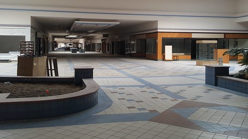 schuminweb ben schumin web april 2017 maryland md frederick county towne mall town closed dead malls retail retailers retailer retailing shopping center centers vacant abandoned abandon abandonment empty closing vacated redevelop redevelopment development