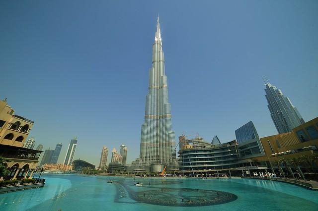 Dubai - Fountain Lake View
