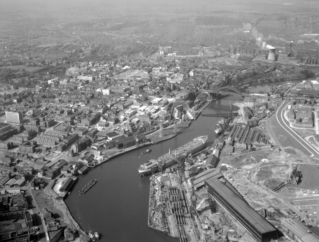 Aerial view along the River Wear, 1965