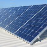 A helyszíni felmérés során kiderül többek között az is, hogy a háztető alkalmas-e a napelemek felhelyezésére, valamint, hogy kell-e tűzvédelmi kapcsolót iktatni a rendszerbe.