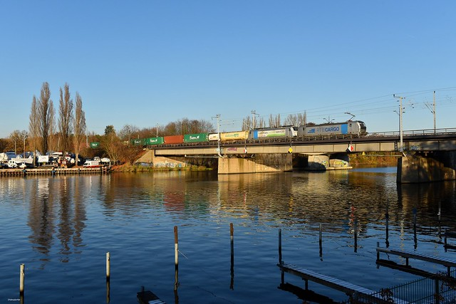 Berlin-Spindlersfeld Spreebrücke 14.11.16 RTB-Vectron und 186