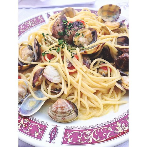 29. I WANT TO EAT THIS... #fms_iwanttoeatthis #fmspad #littlemomentsapp #florence #firenze #italy #italia #ladinitaly2017 #pasta #clams   by Laurel Storey, CZT
