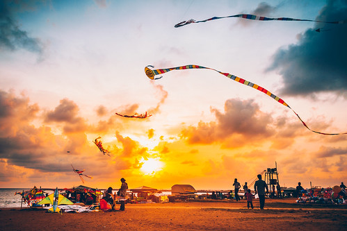 srilanka colombo gallefacegreen beach sunset goldenhour kites sky clouds canon canoneos7d canonefs18135mmf3556is