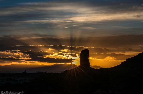 sunrise mazedistrict landofstandingrocks theplug chimneyrock mantilasalmountains canyonlandsnationalpark publiclandforpublicuse