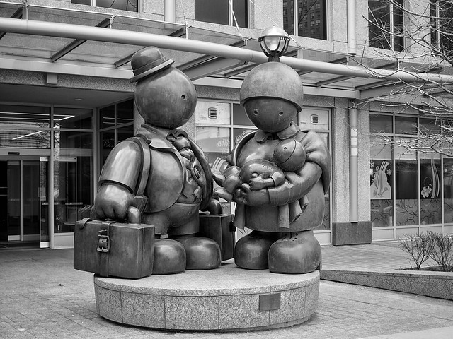 Immigrant Family - Tom Otterness (bronze, 2007)