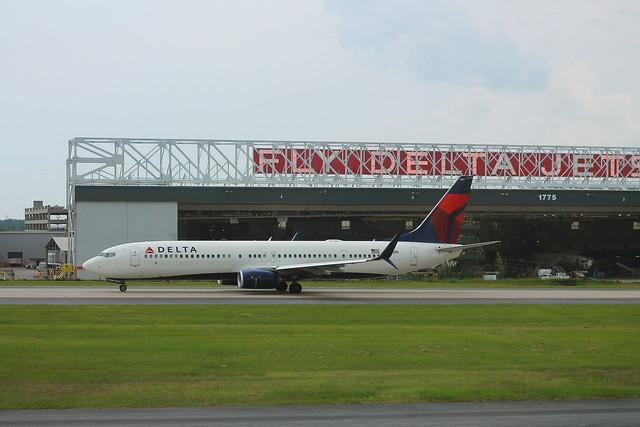 Delta N865DN: Boeing 737-900