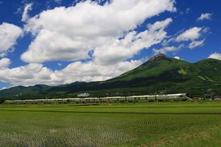 磐梯山とトランスイート四季島