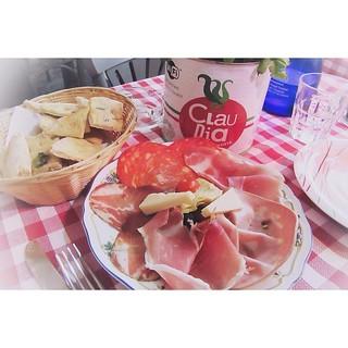 31. SOMETHING RED #fms_somethingred #fmspad #littlemomentsapp #rome #roma #pantheon #italy #italia #ladinitaly2017 #antipasto #antipasti #foccacia #food #foodgram #instafood   by Laurel Storey, CZT
