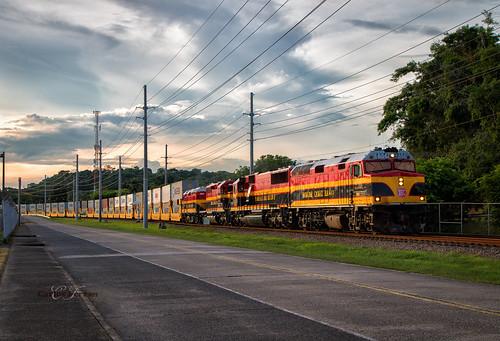 panama canal railroad pcrc f40ph emd locomotive latin america rails train trains international intermodal sunset stacks