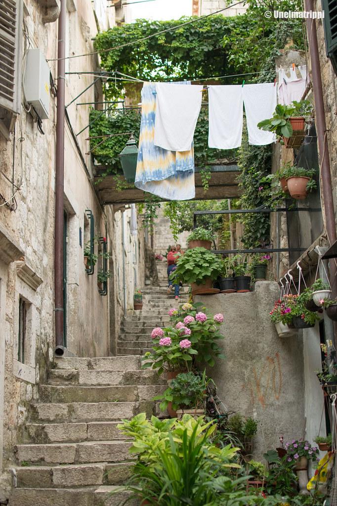 Pyykkejä kuivumassa kujalla Dubrovnikissa