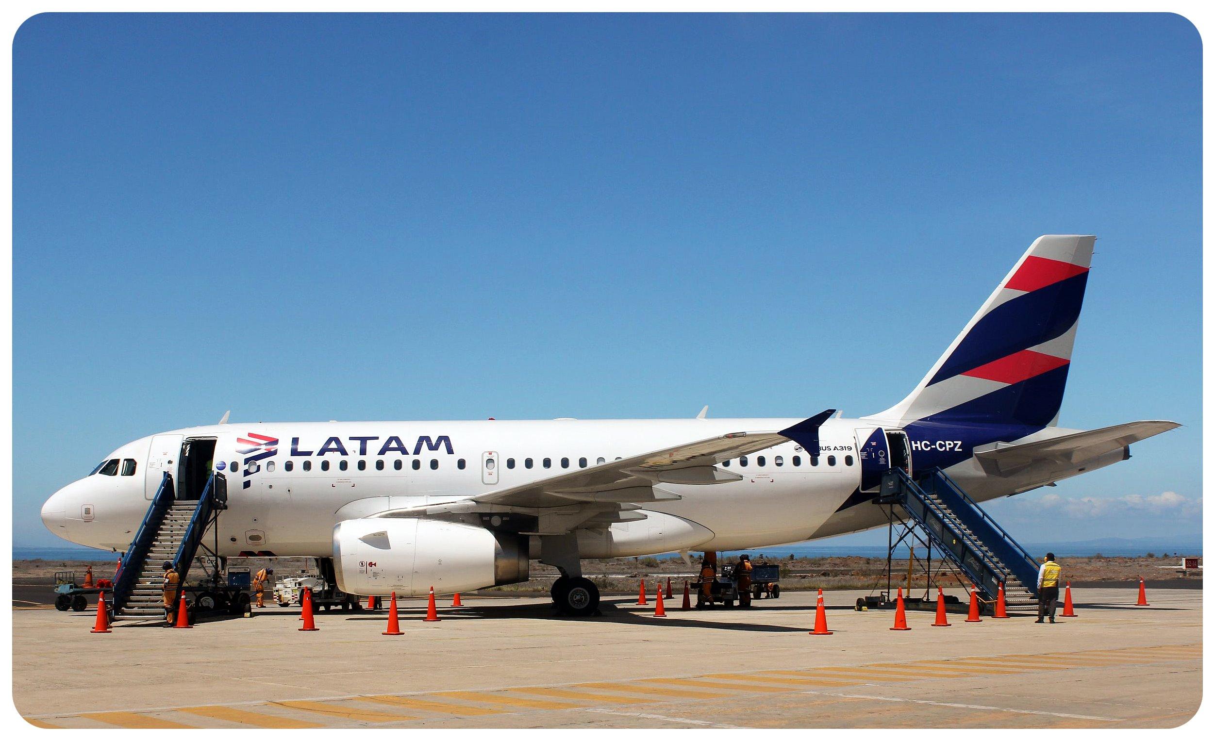 galapagos baltra airport plane