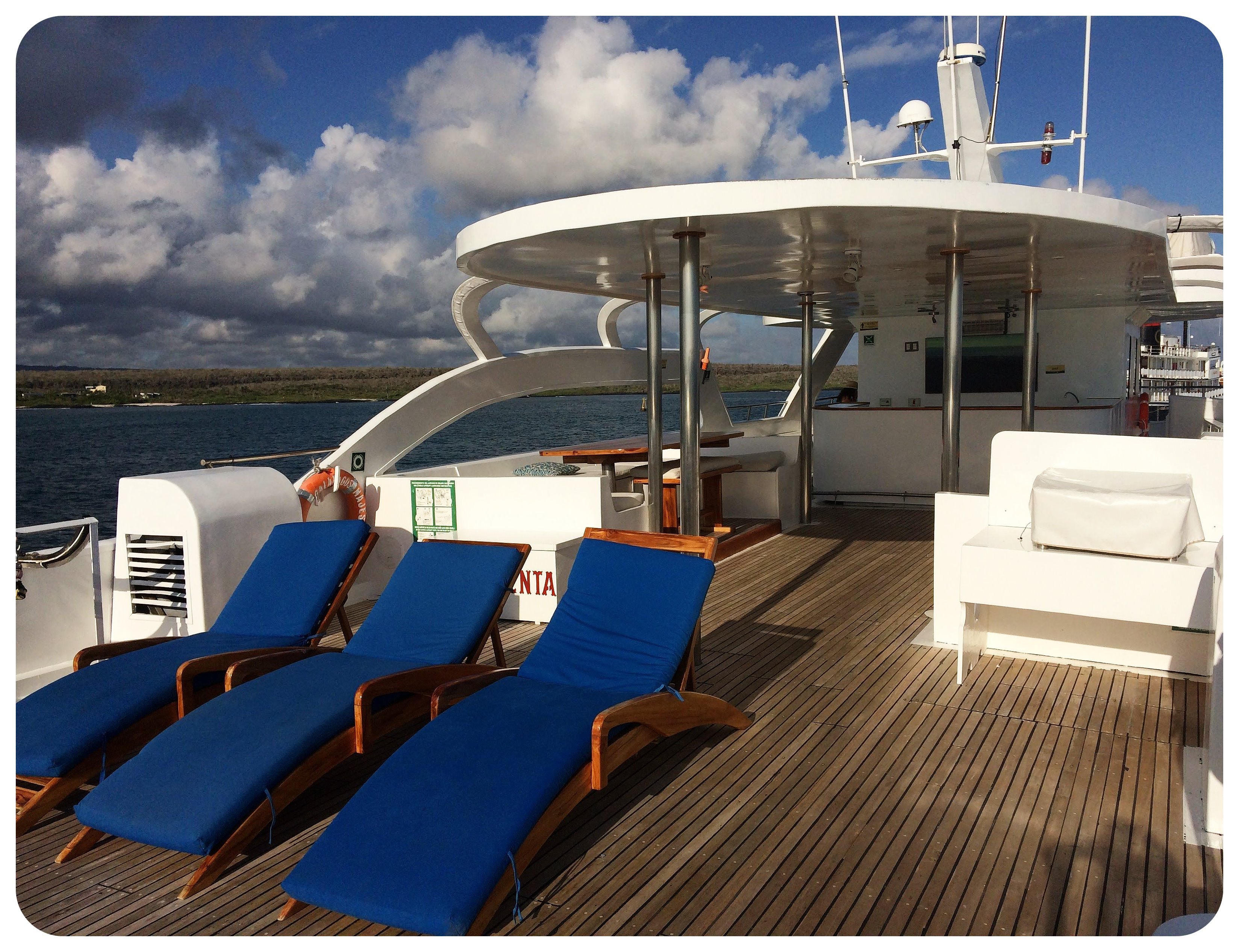 galapagos yacht majestic