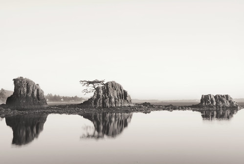 ian sane images threebros four brothers rocks siletz bay south lincoln city oregon coast pacific ocean water reflections black white monochrome landscape photography canon eos 5ds r camera ef1740mm f4l usm lens
